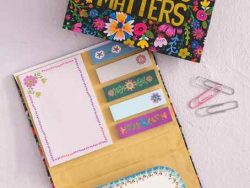STICKY-NOTES-BOOK-KINDNESS-NATURAL-LIFE